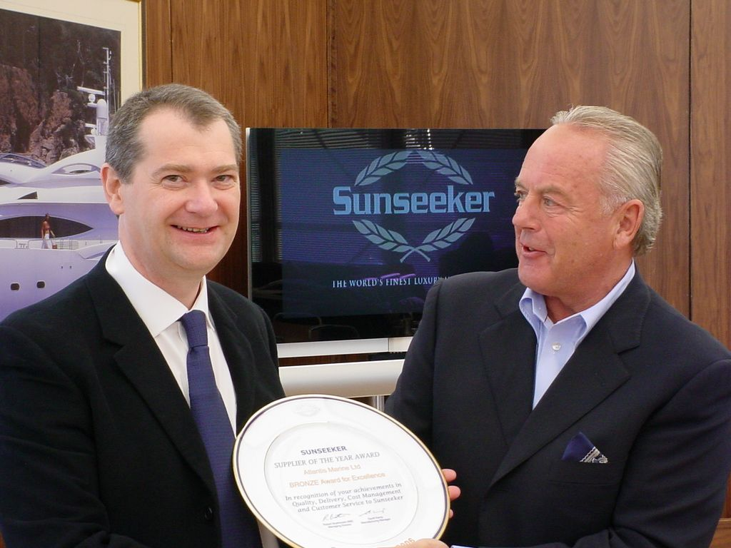 Paul Lakey receiving on behalf of Atlantis Marine a Sunseeker Supplier of the Year award 2006 from Sunseeker Managing Director, Robert Braithwaite, MBE